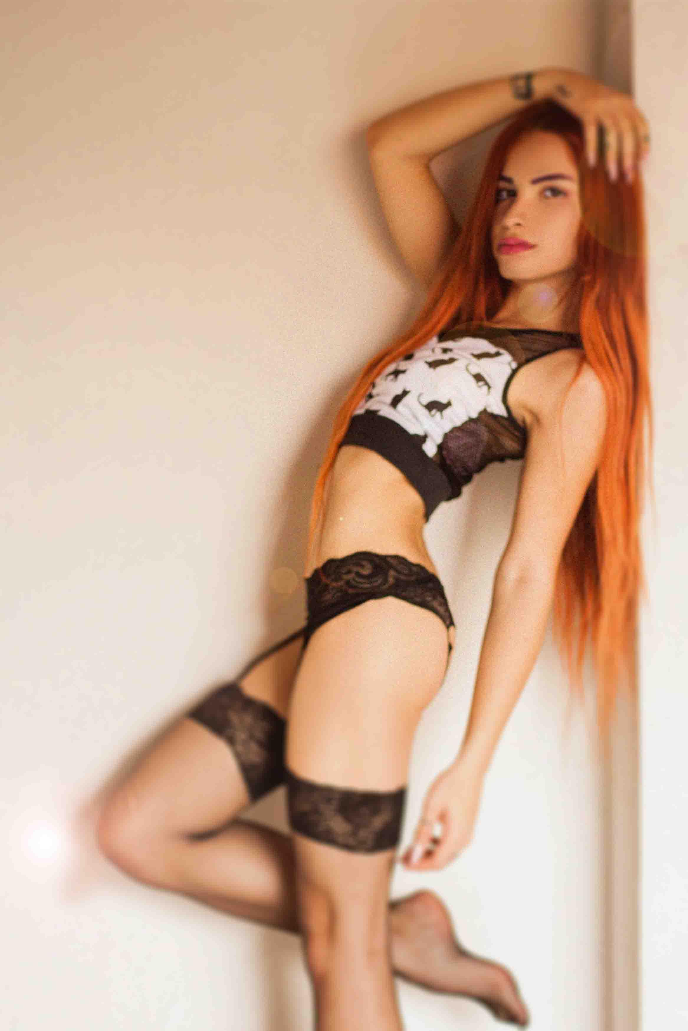 so hot redhead