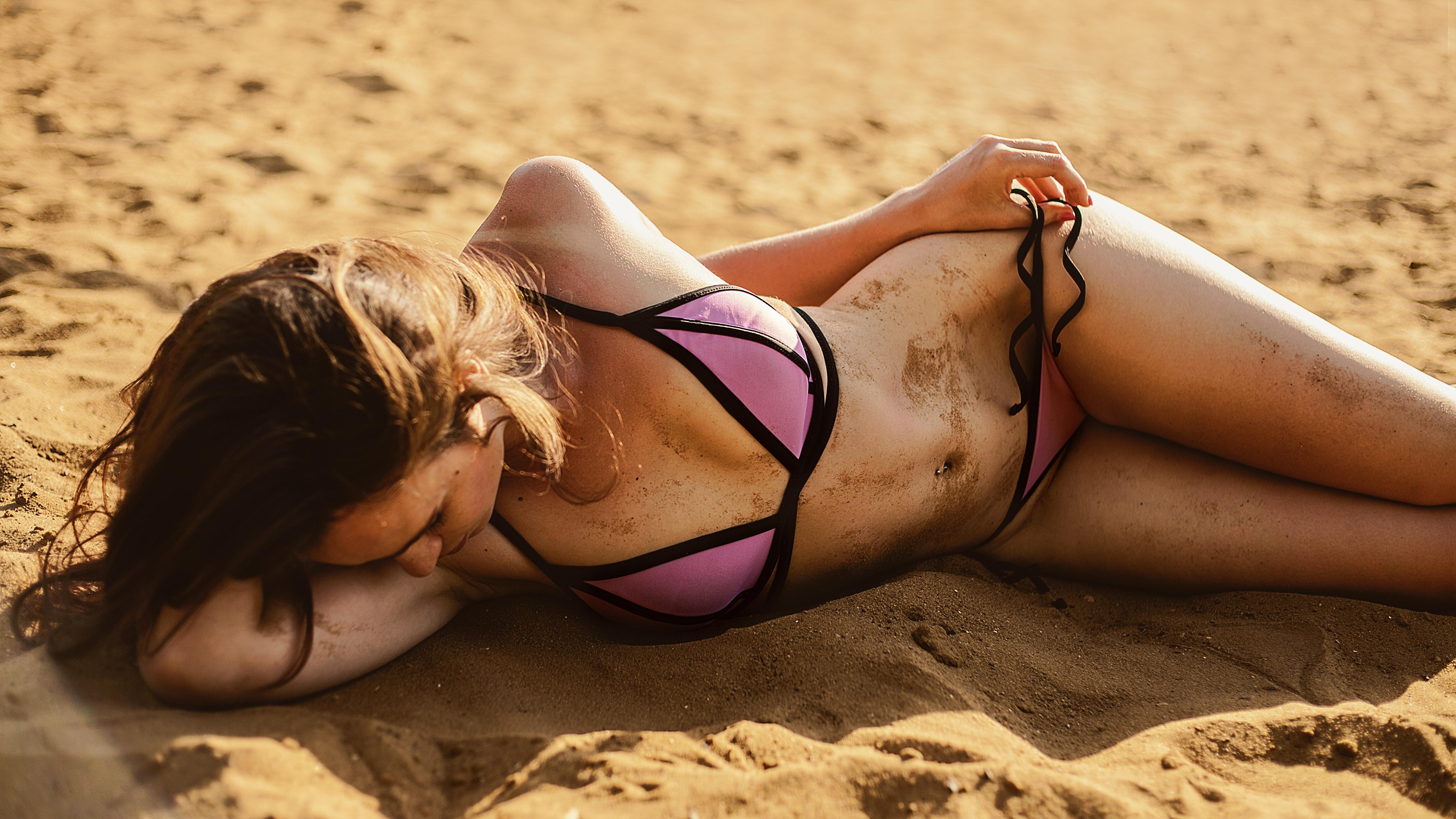 Luton Escorts sexy girl in hot bikini