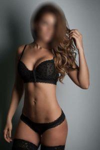 Larissa – Sexy Brunette
