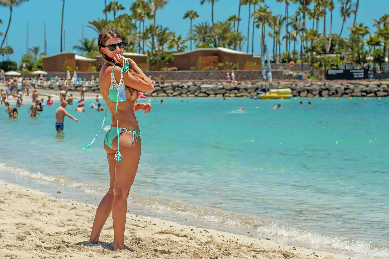 Kidbrooke escorts - hot lady in bikini