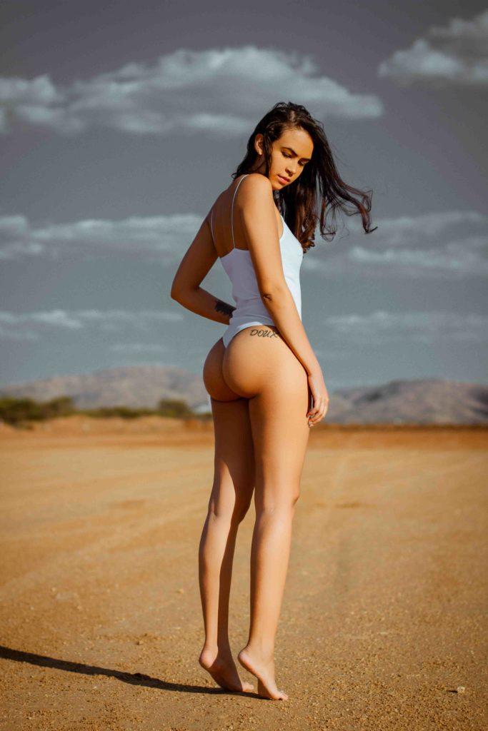 Cheap escorts - bikini model