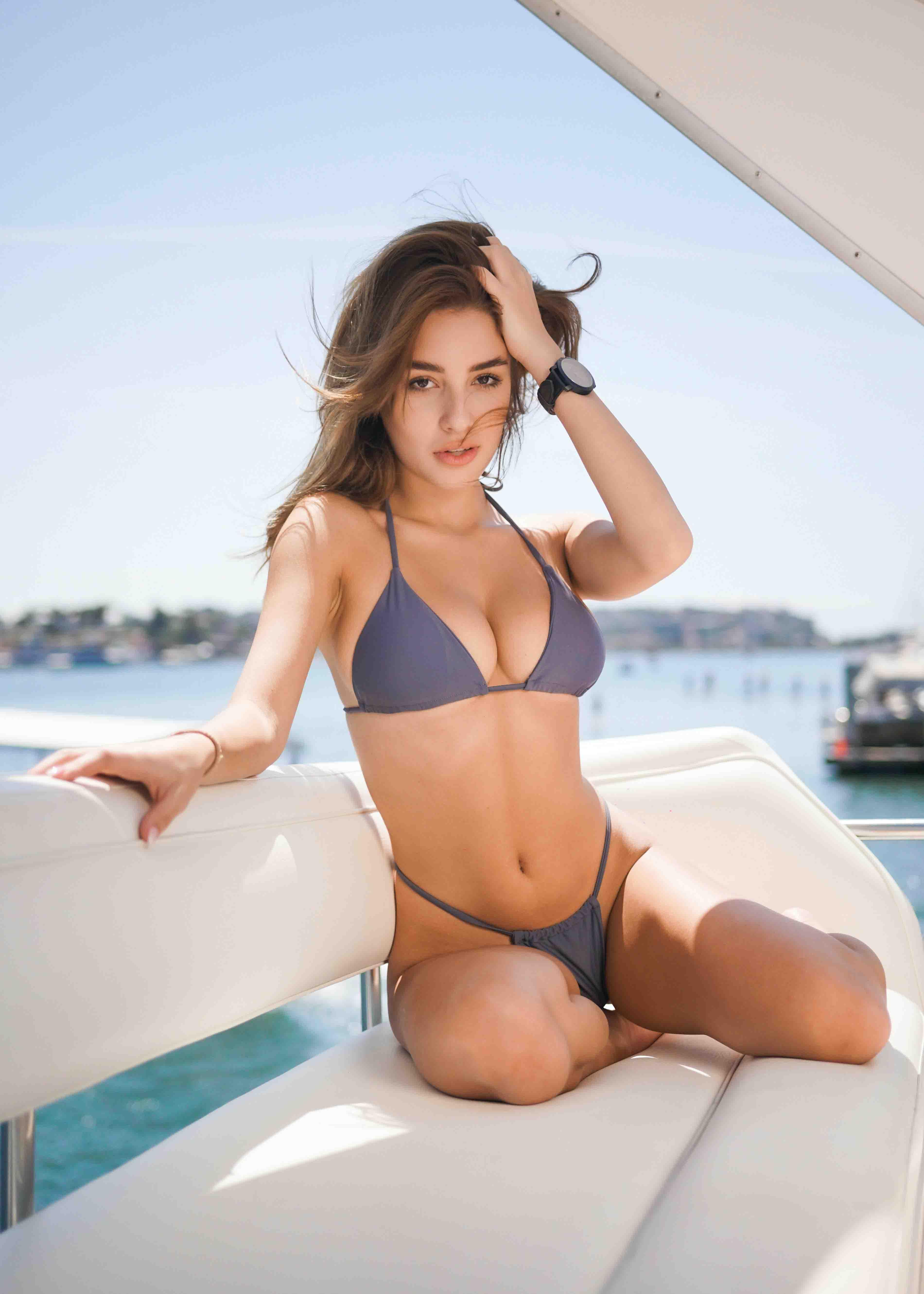 Brunette escorts - hot lady